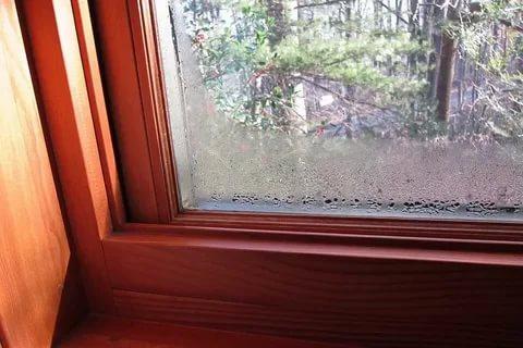 почему потеют окна в частном доме