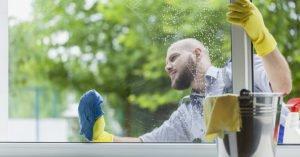 запотевают пластиковые окна в доме что делать: промыть окно спиртом