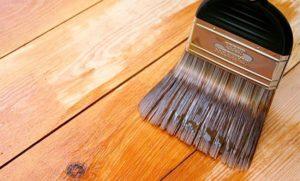 чем замазать царапины на мебели: при помощи морилки