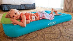 как выбрать надувной матрас для сна: детский