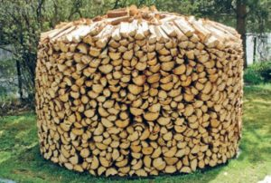 хранение дров: круговая раскладка дров