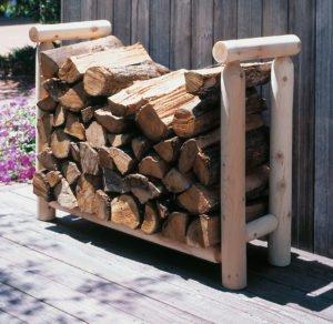 Как хранить дрова: на улице, в доме, на даче
