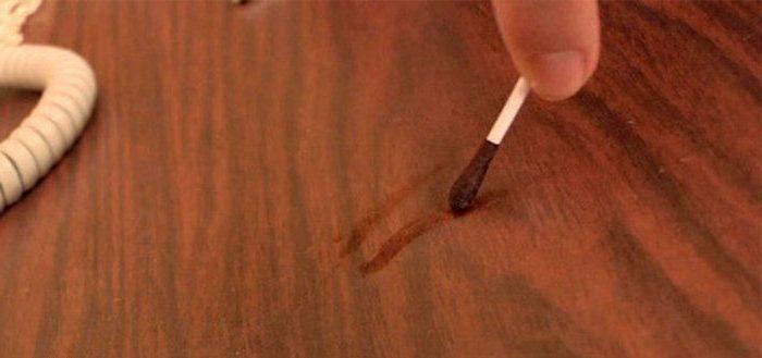 как заделать царапины на мебели из дерева: йод или заварка