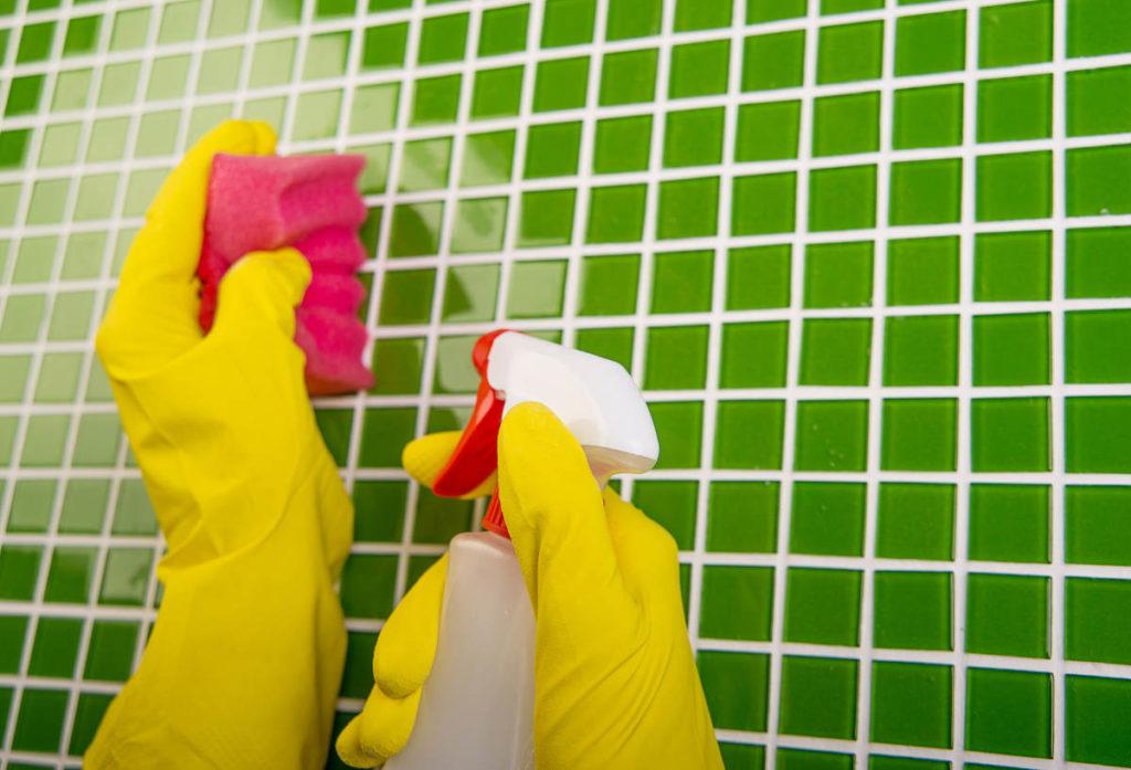 чем почистить швы между плиткой