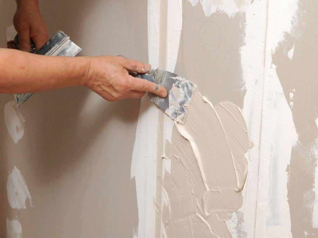 зачем шпаклевать стены перед поклейкой обоев