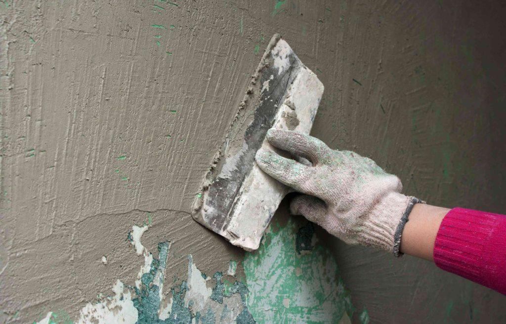 для чего шпаклюют стены перед поклейкой обоев