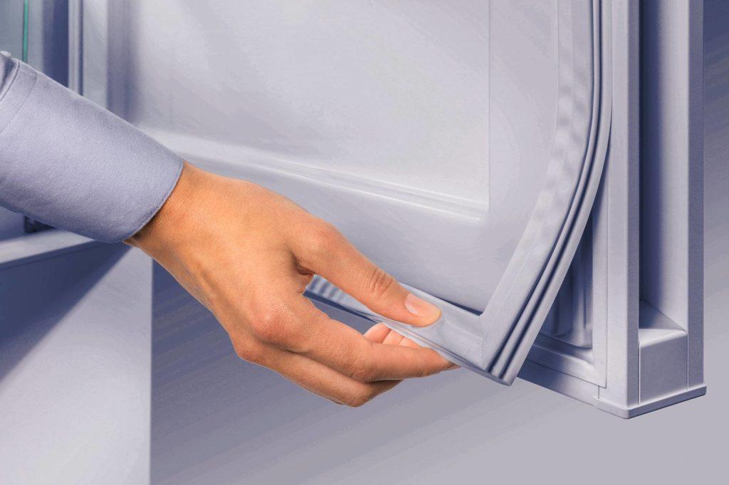 Уплотнитель двери холодильника