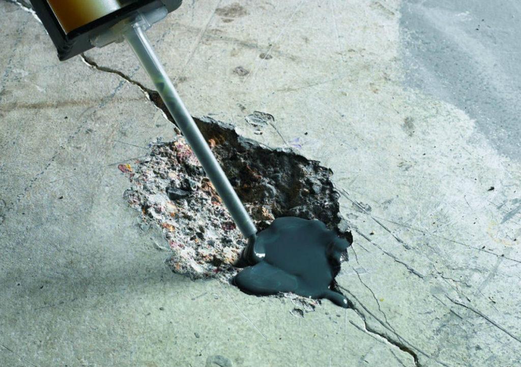 Выбоины в бетонном полу