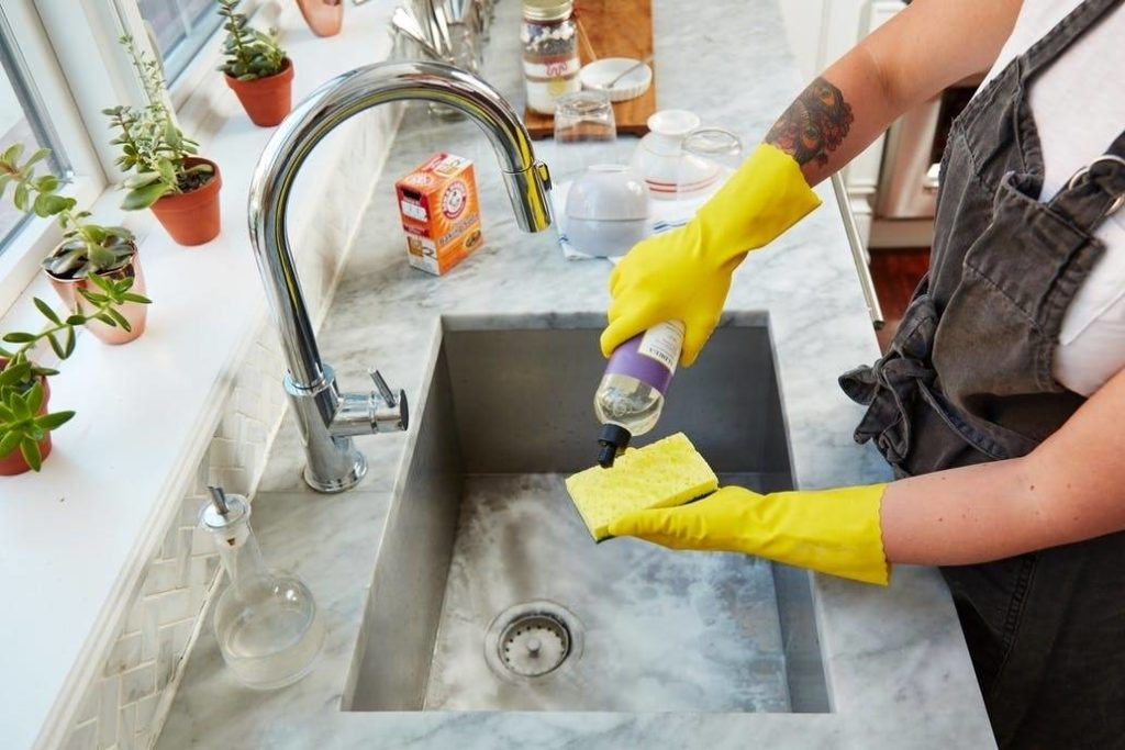 Мыть каменную мойку