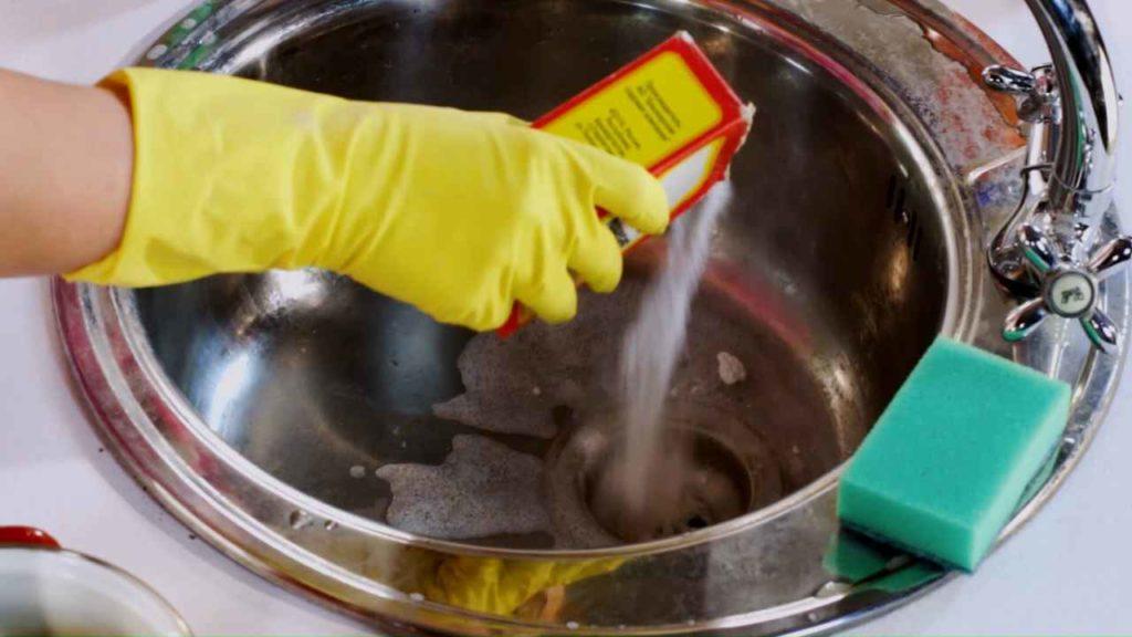 устранение неприятного запаха при помощи соды