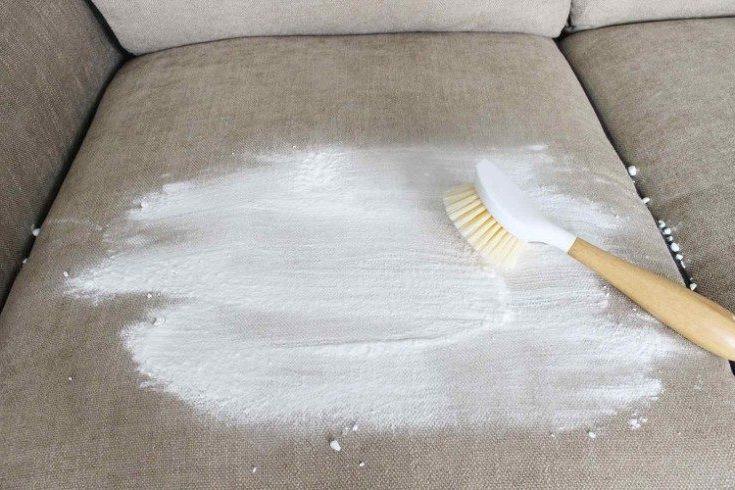 Как почистить светлый диван